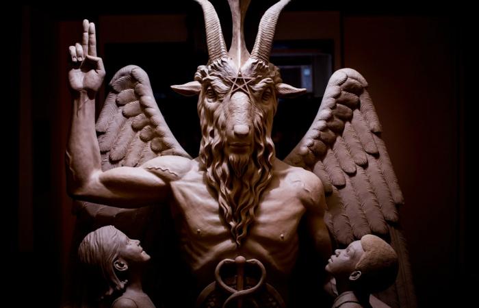 Три самых известных сатаниста Средних Веков: убийца детей, насильник сестры и не веривший в непорочное зачатие.
